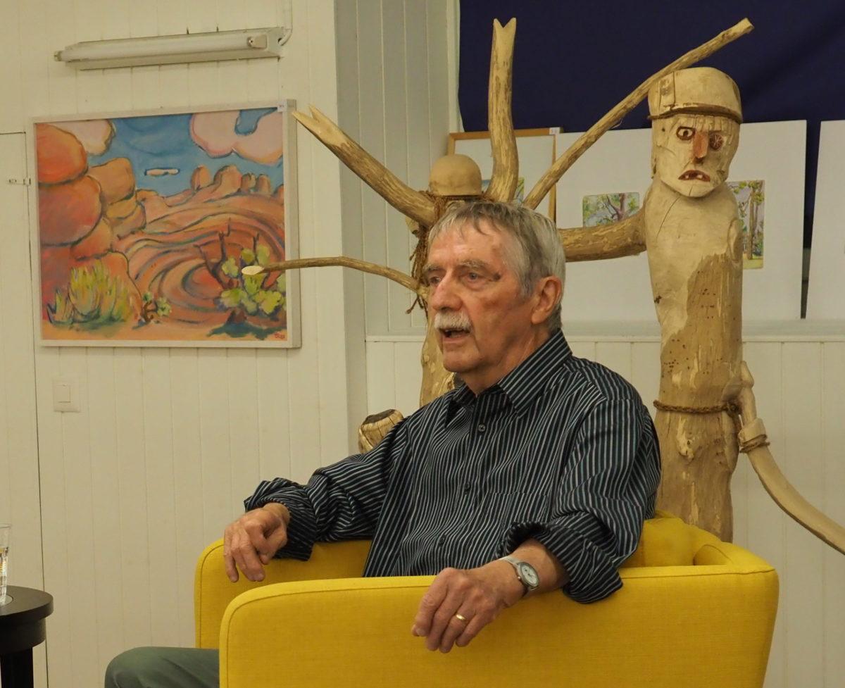 Fred Stettler spricht an der Vernissage