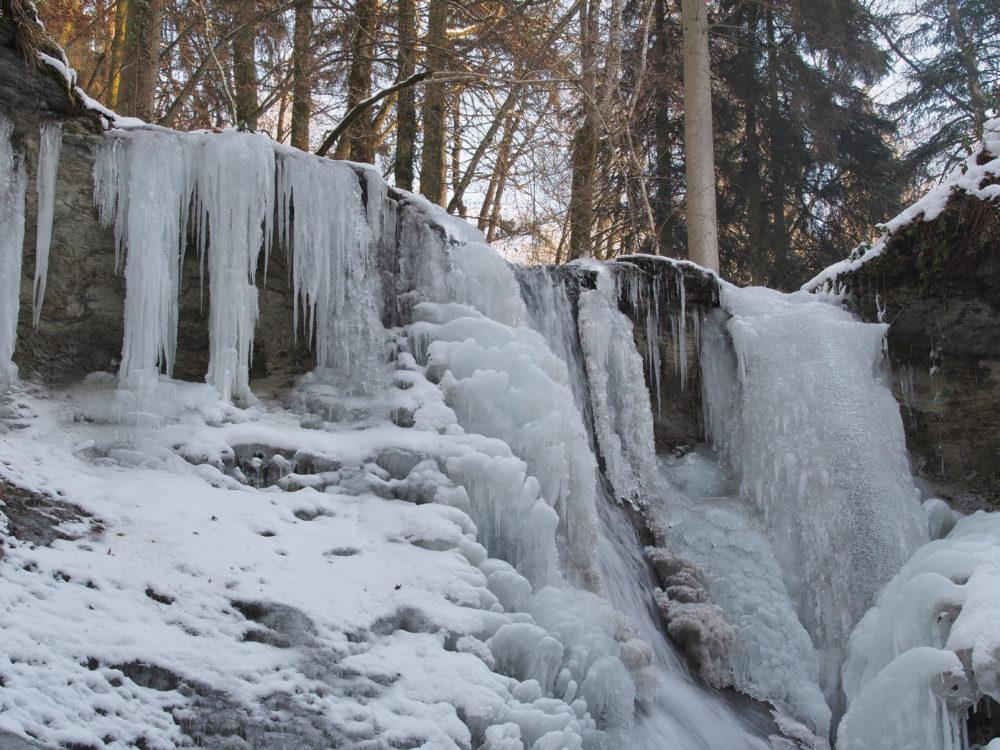 Mutzbachfall mit Eisskulpturen